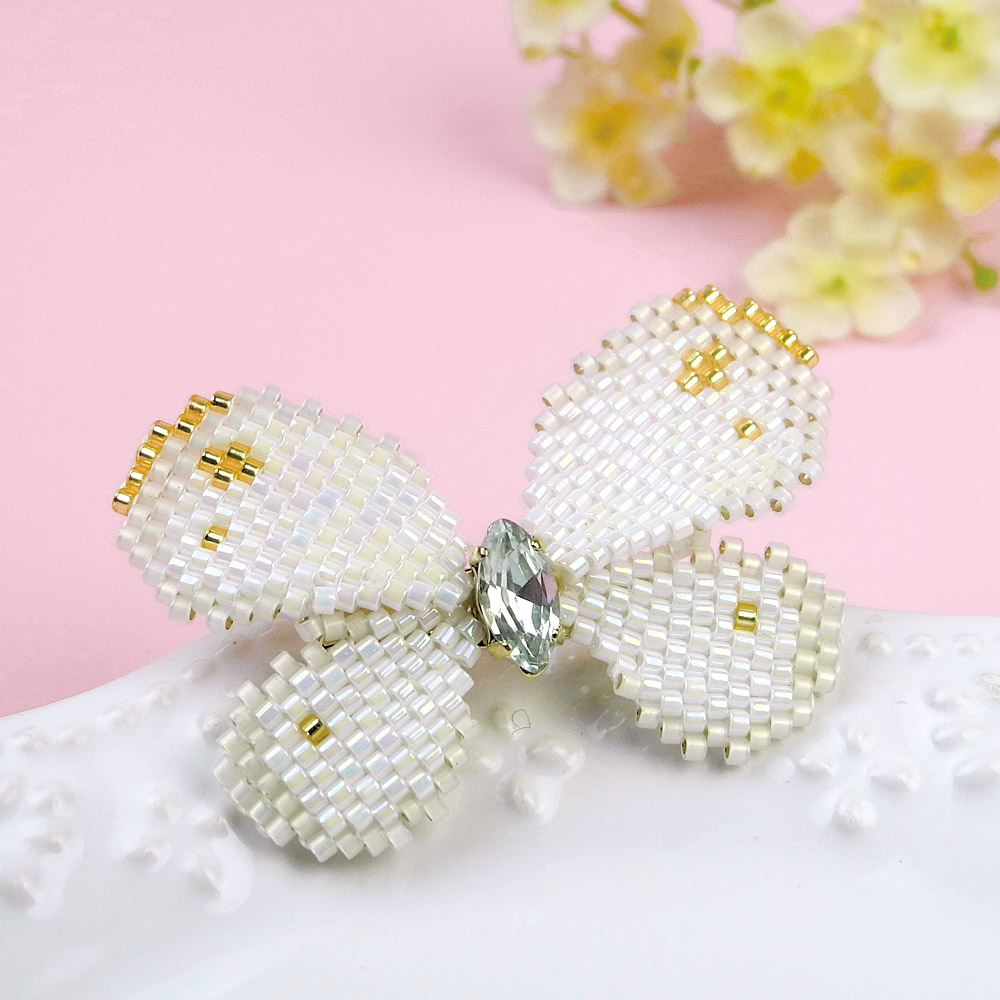 オリジナルキット / 〜ビーズステッチ〜 蝶のブローチ(ホワイト)
